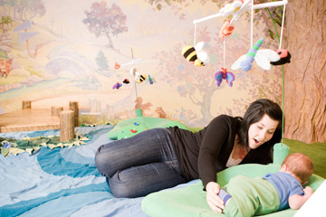 Exhibits-Center-Young-Child-Relax